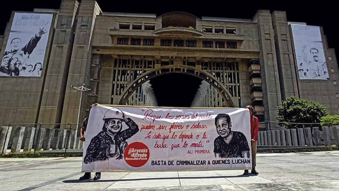 Entrevista a Surgentes: «Ante la falta de consenso la élite dirigente responde con coerción»